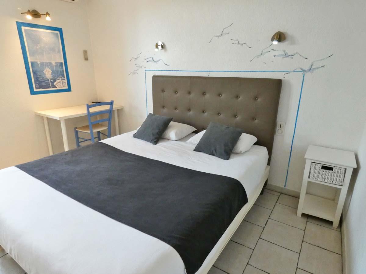 2 - Chambre simple/double standard   Hôtel Le Sarac - Clermont l\'Hérault