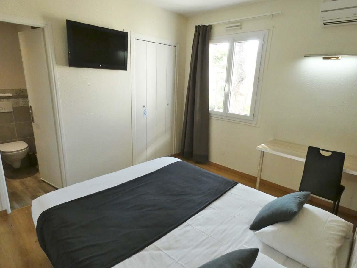 3 - Chambre simple/double Supérieure   Hôtel Le Sarac - Clermont l ...